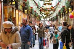 Τα γιορτινά της βάζει η αγορά της Θεσσαλονίκης